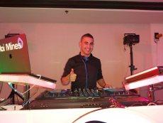 תמונה 6 מתוך חוות דעת על DJ Roi Mines - רועי מינס - החברה למוסיקה  - תקליטנים