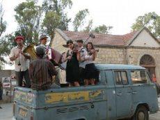 תמונה 8 של קליינע מענטשעלעך - להקות וזמרים