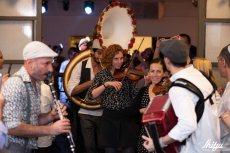 תמונה 1 של קליינע מענטשעלעך - להקות וזמרים