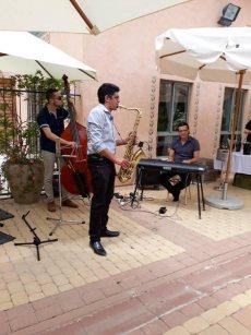 תמונה 2 של אלי ואנונו- מוסיקה לקבלת פנים - להקות וזמרים