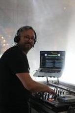 תמונה 2 מתוך חוות דעת על DJ אלמוג בר - תקליטנים