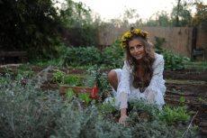 תמונה 6 של שזור בקסם - שזירת תכשיטי פרחים באירועים - שזירת פרחים