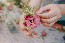 תמונה 7 של שזור בקסם - שזירת תכשיטי פרחים באירועים - שזירת פרחים