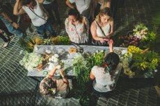 תמונה 1 של שזור בקסם - שזירת תכשיטי פרחים באירועים - שזירת פרחים