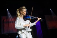 תמונה 8 של אלכסנדרה הכנרת   Alexandra Violinist - להקות וזמרים