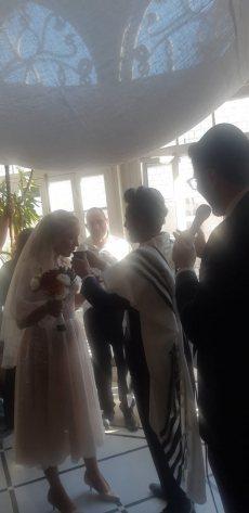 תמונה 1 מתוך חוות דעת על הרב אלירן זגורי-לטקס קצר שמח ומרגש :) - רבנים ועורכי טקסים
